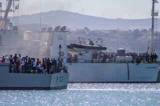 La nave Gnv Azzurra è arrivata a Lampedusa: migranti trasferiti a bordo per la quarantena