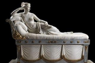 """Turista si siede su Paolina Borghese e le spezza le dita del piede, Sgarbi: """"Vandalo incosciente"""""""