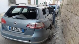 Canosa di Puglia, bomba carta in commissariato: distrutta l'auto di un poliziotto