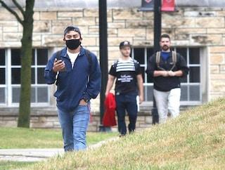 """Usa, studenti positivi vanno alle feste universitarie: picco di contagi nell'ateneo """"modello"""""""