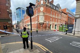 Birmingham, accoltellamenti nella notte: un morto e 7 feriti. Esclusa l'ipotesi terrorismo