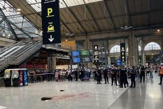 Parigi, uomo accoltellato alla gola alla stazione Gare du Nord: l'aggressore è in fuga