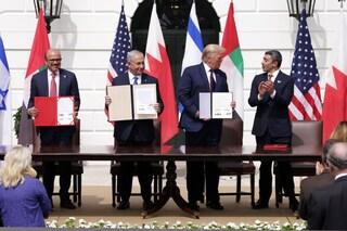 """Storico accordo tra Israele ed Emirati firmato alla Casa Bianca, Netanyahu: """"Nuova alba di pace"""""""