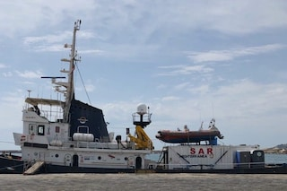 """Migranti, Guardia costiera vieta imbarco sulla Mare Jonio: """"Governo impedisce il soccorso in mare"""""""