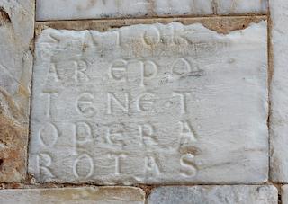 Quadrato del Sator e palindromo: che cos'è l'iscrizione latina in forma di quadrato magico