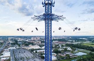 Dramma al parco divertimenti in Florida, 21enne precipita dalla giostra e muore sul colpo
