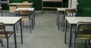 """""""Nessuna emergenza covid, venite davanti al liceo"""", messaggio choc del prof di Jesi agli studenti"""