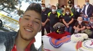 Foggia: addio a Ciro, volontario 19enne morto mentre spegneva incendio, casco da pompiere su bara