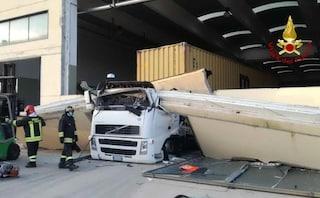 Incidente sul lavoro, la trave del capannone si abbatte sul camion: Michele morto a 35 anni