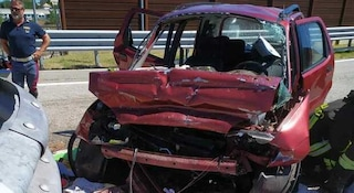 Incidente sulla A14 tra Pesaro e Fano: auto contro guard rail, morti marito e moglie