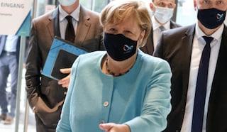 Merkel vuole vaccinare contro il coronavirus tutta la popolazione tedesca entro l'estate