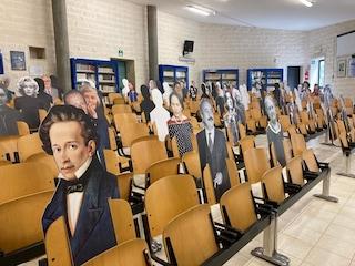 Lecce, a scuola con Falcone e Borsellino: sagome tra studenti per garantire il distanziamento