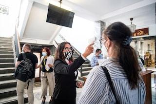 """Focolaio Covid a scuola a Taranto, 18 studenti positivi. Il 118: """"In classe ci vuole la visiera"""""""