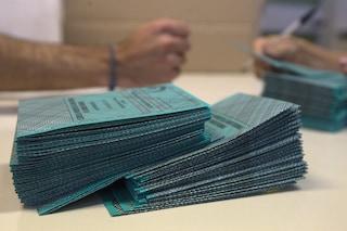Elezioni, i seggi rischiano di restare vuoti: fuggi fuggi tra gli scrutatori per paura del Covid