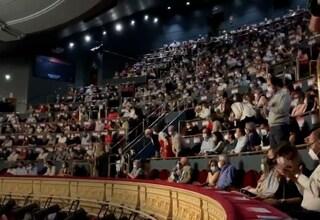 Mancato distanziamento nei posti economici: il pubblico interrompe spettacolo teatrale a Madrid