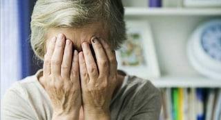 """Trieste, badante percuote anziana di 85 anni con spintoni e colpi alla testa: """"Colpa del lockdown"""""""