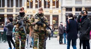Il Belgio schiera i militari per arginare contagi Covid, ma è boom di positivi tra i soldati