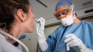 Coronavirus, per identificarlo l'esame sulla saliva funziona come il tampone faringeo