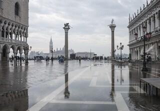 Venezia, Piazza San Marco allagata: marea a 105 centimetri, il Mose non si alza
