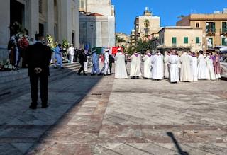 """Aurelio Visalli, folla e due ministri ai funerali. La cugina: """"Era meglio vivo che eroe"""""""
