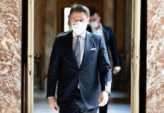 """Nuovo decreto, Conte: """"Mascherina all'aperto sempre o rischiamo altre restrizioni"""""""