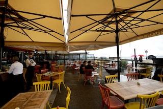 Nel nuovo dpcm al ristorante massimo 6 clienti per tavolo: le regole e gli orari dei locali