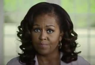 """Presidenziali Usa, Michelle Obama scende in campo contro Trump: """"Negligente e razzista"""""""
