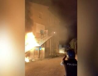 Rivolta incentro accoglienzaadAgrigento: lancio di pietre e materassi in fiamme, 3 agenti feriti