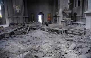 Armenia, bombardata cattedrale di Shusha: feriti giornalisti