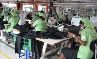 Covid, oltre mille contagi in una fabbrica che produce mascherine in Sri Lanka