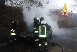 Incidente Leini, resta intrappolata nell'auto in fiamme: 23enne salva grazie a un automobilista