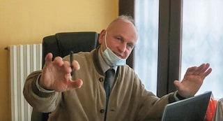 Il medico no vax che firma l'esenzione dal vaccino contro il Covid: diffida della Asl