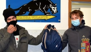 Rimini, disoccupato trova uno zaino con 7000 euro e lo porta in Questura: premiato con 700 euro