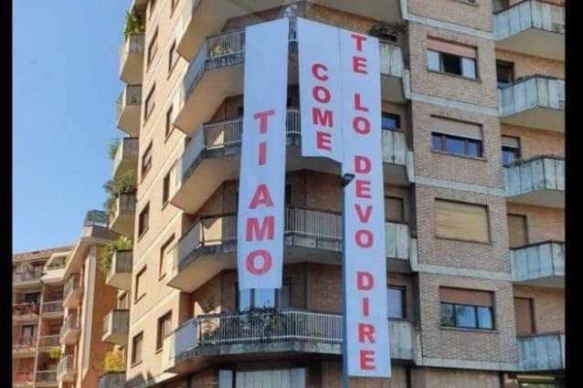 """Torino, la 'mega' dichiarazione d'amore sul condominio: """"Ti amo come te lo devo dire"""""""