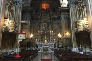 """Il teatro è chiuso per legge, il prete offre l'altare della chiesa: """"Andiamo in scena"""""""