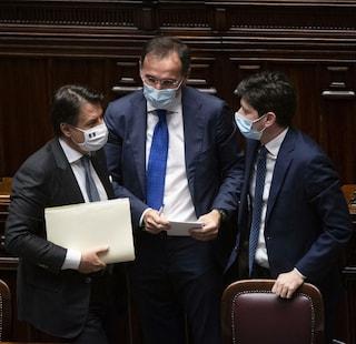 Governo ragiona su nuove restrizioni anti-Covid: didattica a distanza e chiusura alle 22 per locali