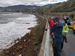 """Liguria, il giallo dei corpi trovati in mare: """"fuoriusciti"""" da un cimitero devastato dalle piogge"""