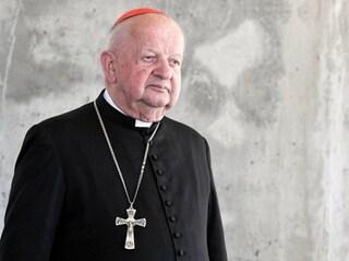 """Pedofilia nella Chiesa, accusato il segretario di Wojtyla: """"Prendeva mazzette per coprire abusi"""""""