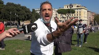 Cosa è successo a Roma prima dell'aggressione subita dai giornalisti di Fanpage.it