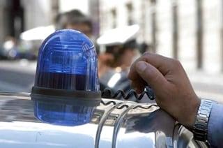 """Padova, avvocato gira con un lampeggiante """"per allontanare i pusher"""". Ma aveva cocaina in auto"""