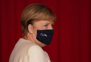 """Germania, Angela Merkel vuole chiusure più severe, ma le """"regioni"""" si oppongono"""