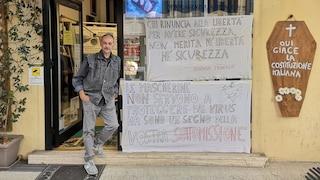"""Forlì, agenzia immobiliare vieta l'ingresso con mascherina: """"Chi la indossa è un pecorone"""""""