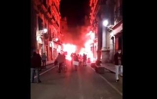 Covid, scontri e bombe carta a Palermo contro il nuovo Dpcm: ferito operatore tv, 2 fermati