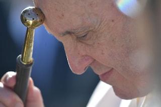 """Papa Francesco promuove le donne: """"Più posti di responsabilità per loro nella Chiesa"""""""