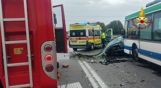 Incidente a Mira, scontro frontale tra auto e bus di linea: Raffaella muore a 22 anni