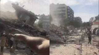 Terremoto tra Grecia e Turchia, scossa di magnitudo 7: edifici crollati a Smirne e mini-tsunami