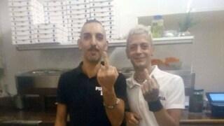 """Torino, la pizzeria è chiusa a pranzo. Lettera omofoba ai titolari : """"Culattoni"""". La loro risposta"""