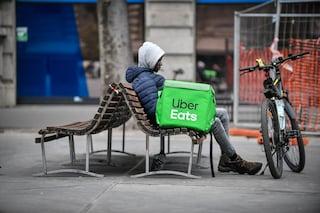 """Uber commissariata per caporalato sui rider, chiusa l'inchiesta: """"Condizioni di lavoro degradanti"""""""