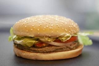"""Europarlamento 'salva' il veggie burger, Salvini: """"Schiaffo ai produttori italiani e ai consumatori"""""""