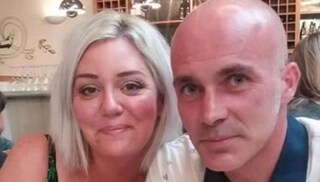 Ascolta una conversazione hot tra la sua ex moglie e il nuovo partner: si suicida in piscina